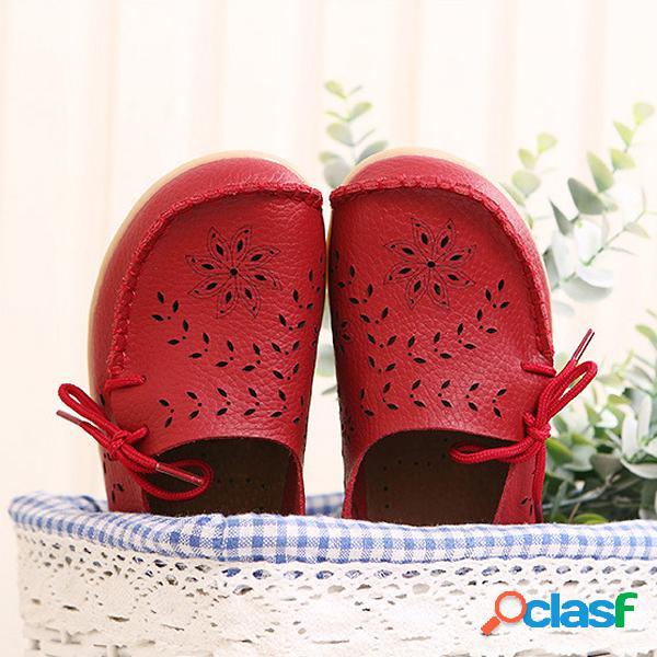 Gran tamaño de cuero ahuecados florales transpirables blandos cómodos planos zapatos con cordones