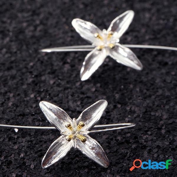 Pendientes elegantes con borla de flor de cuatro hojas de plata 925