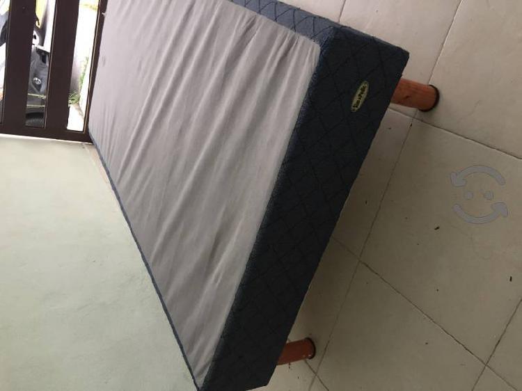 Box / base para colchón cama individual seminuevo