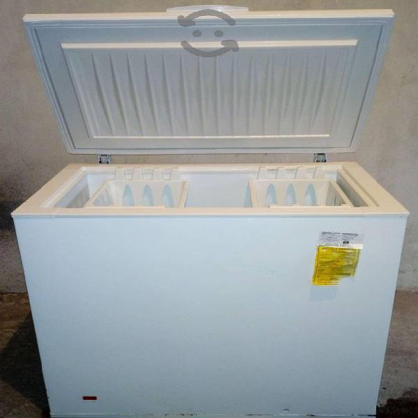Congelador frigidaire seminuevo con poco uso