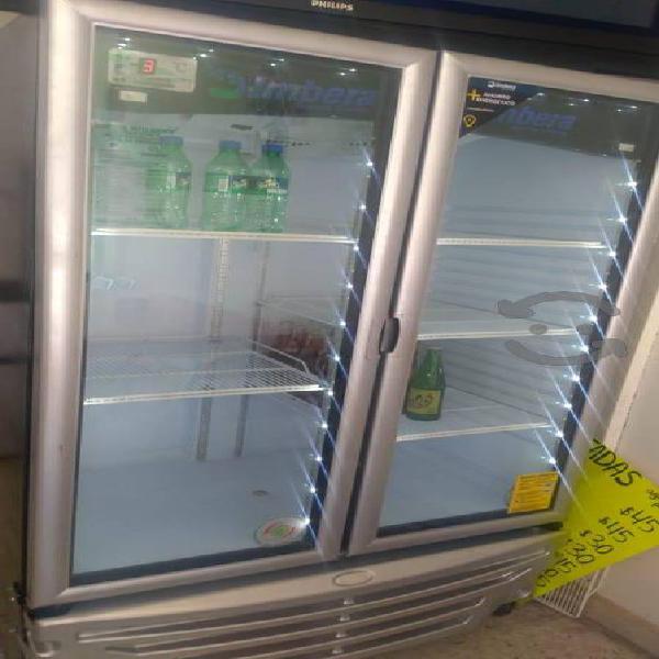 Refrigerador industrial para negocio.