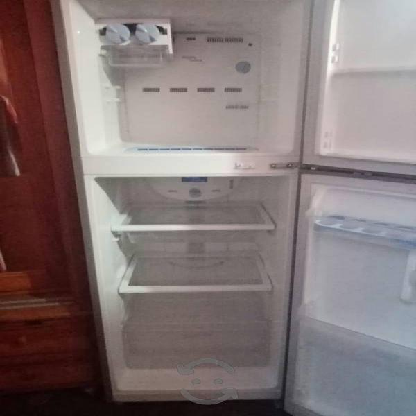 Refrigerador samsumg funcionando perfectamente