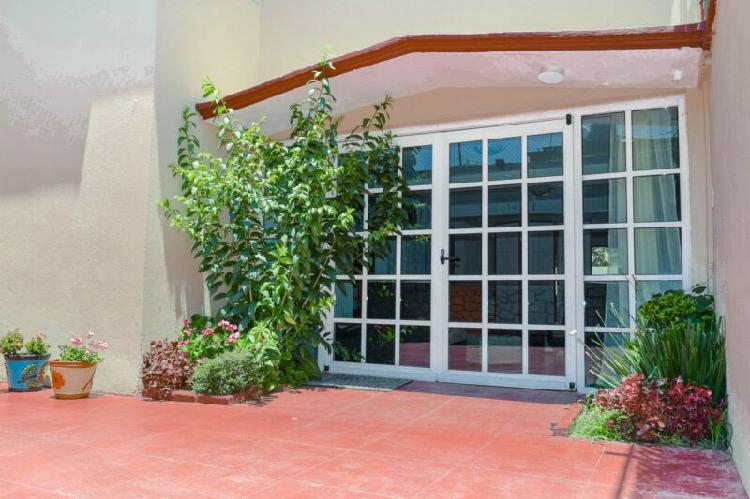 Renta casa en jardines de san mateo con amplio jardin y 6