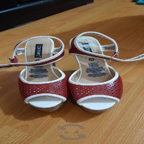 Sandalias de corcho.