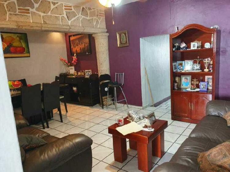 Casa con locales y departamentos en venta en guadalajara