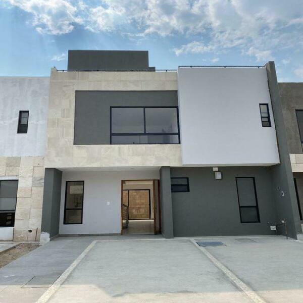 Casa en venta $2,590,000 en altaria residencial, 50% en