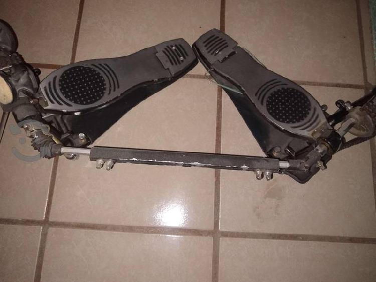 Doble pedal para batería