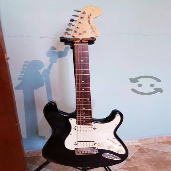 Guitarra squier by fender stratocaster standard