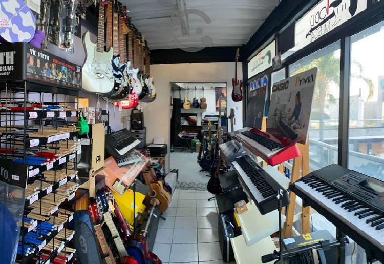 Guitarras pianos, teclados, violines, sax bateria
