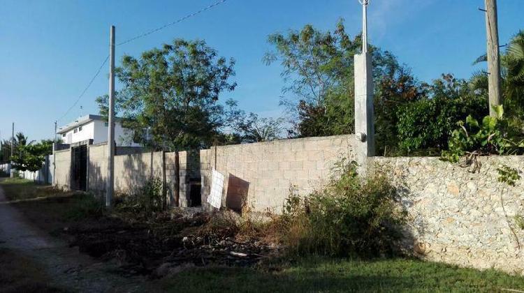 Terreno en venta con construcción en obra negra
