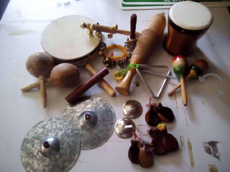 Vendo el lote o por piezas, instrumentos musicales