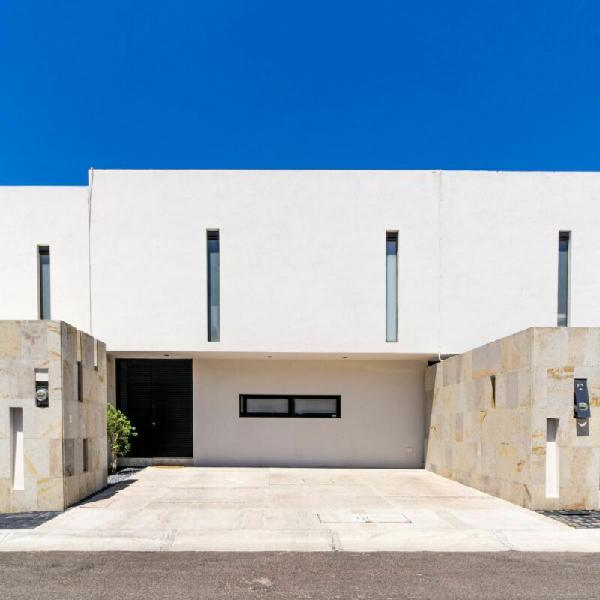 Casa amplia con excelentes acabados. zibata, basalto.