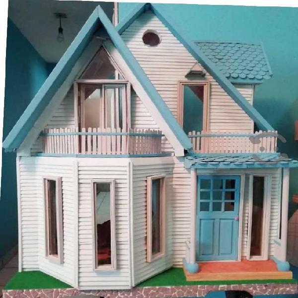 Casa de muñecas en madera nueva