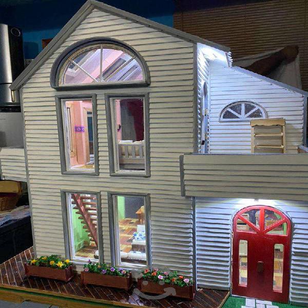 Casa de muñecas estilo moderno nueva