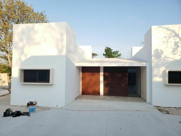 Casa en venta de 1 planta y 2 recámaras en cholul. privada