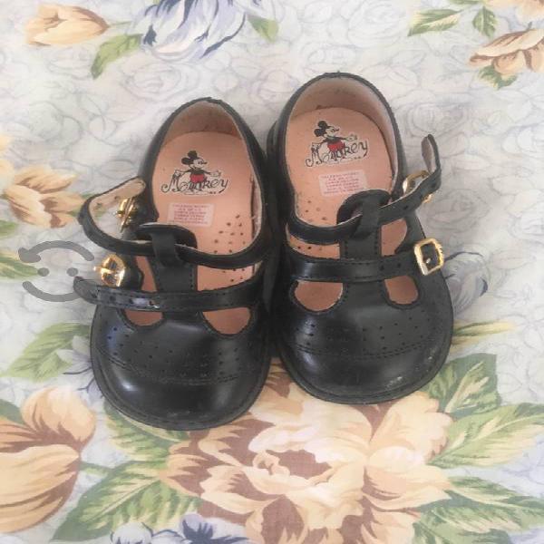 Zapatos y tenis para niña