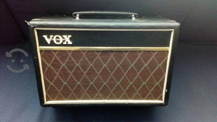 Amplificador para guitarra voz listo para ensayos