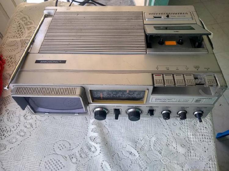 Antigua tv-radio-cassette márca bakosonic