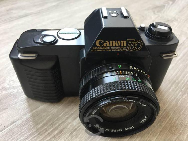 Cámara canon t50 con lente canon fd 50 mm f1.8