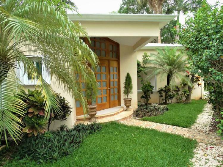 Casa en renta de 5 recámaras semi amueblada piscina sala de