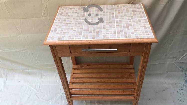 Mueble para cocina con base de azulejo