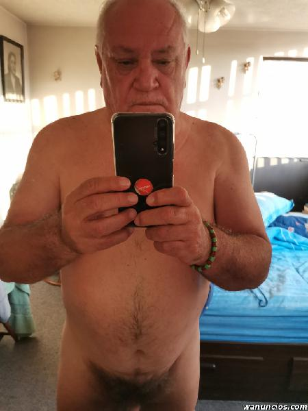 Maduro de 60 años super caliente (Centro)
