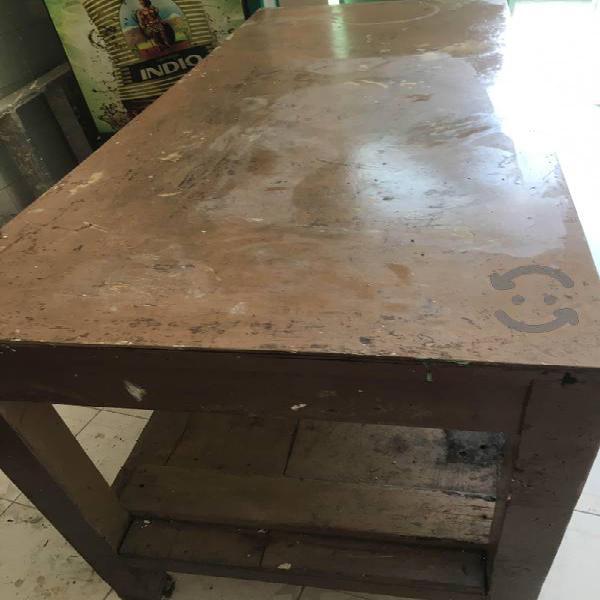 Mesa de trabajo pura madera macisa 1.800