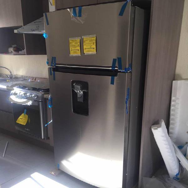 Refrigerador whirlpool 18 pies completamente nuevo