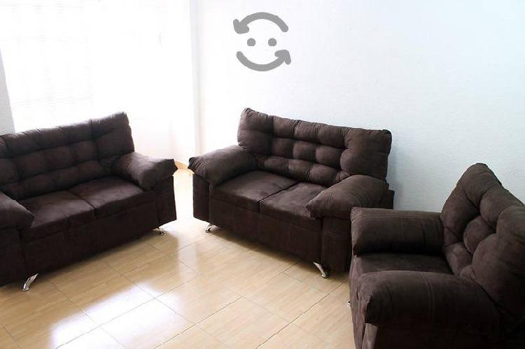Sala tapizada en suede moderna