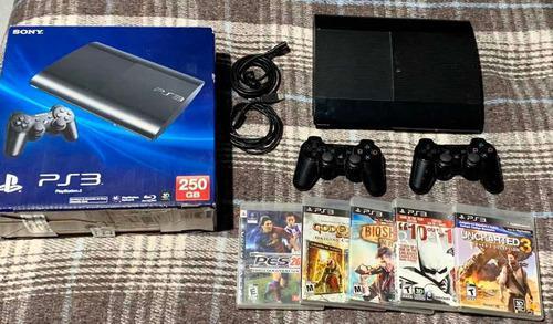 Playstation 3 super slim 250 gb con 5 juegos y 2 controles