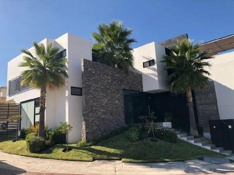 Casa en venta en cumbres del lago juriquilla con cuarto de