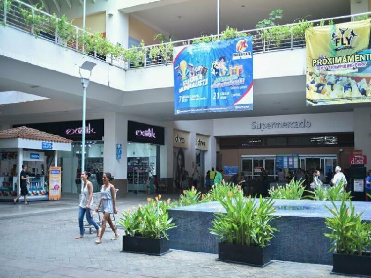 Locales en renta macro plaza puerto vallarta, ideales para