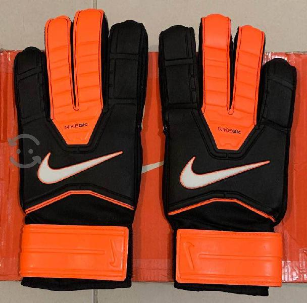 Guantes de portero marca Nike GK Match