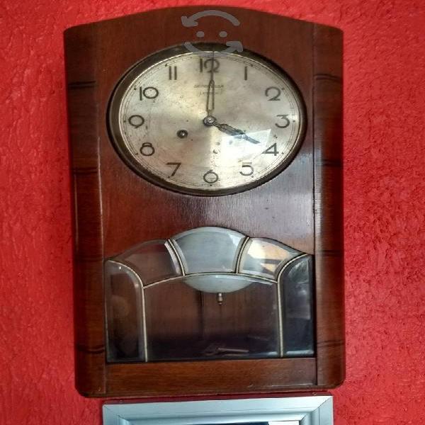 Reloj antigüo de pared