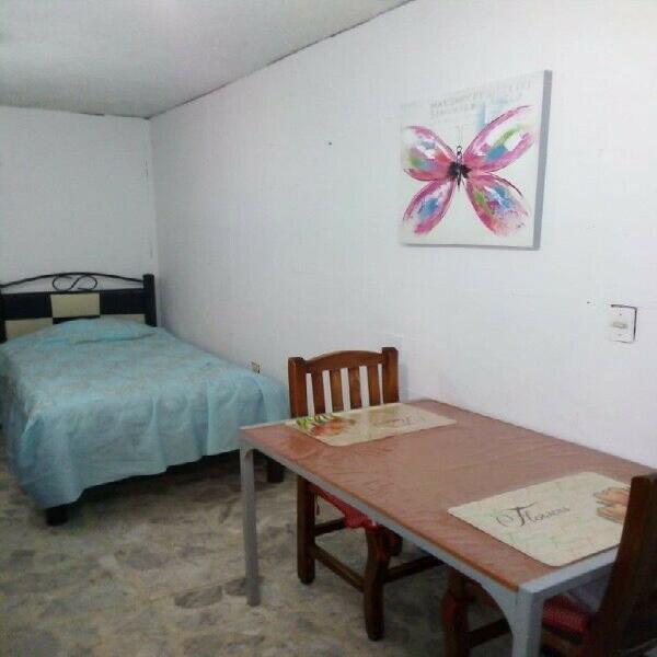 Dos habitaciones amuebladas individual y matrimonial entrada