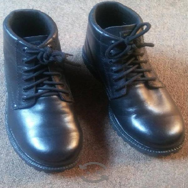 Botas para hombre negras