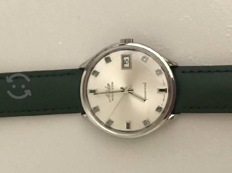 Reloj mido once esmeraldas en la pantalla