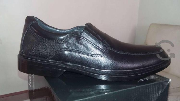 Zapatos ferrato 25.5 negro