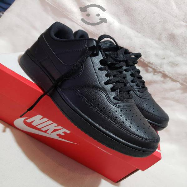 Tenis nike court vision low negros