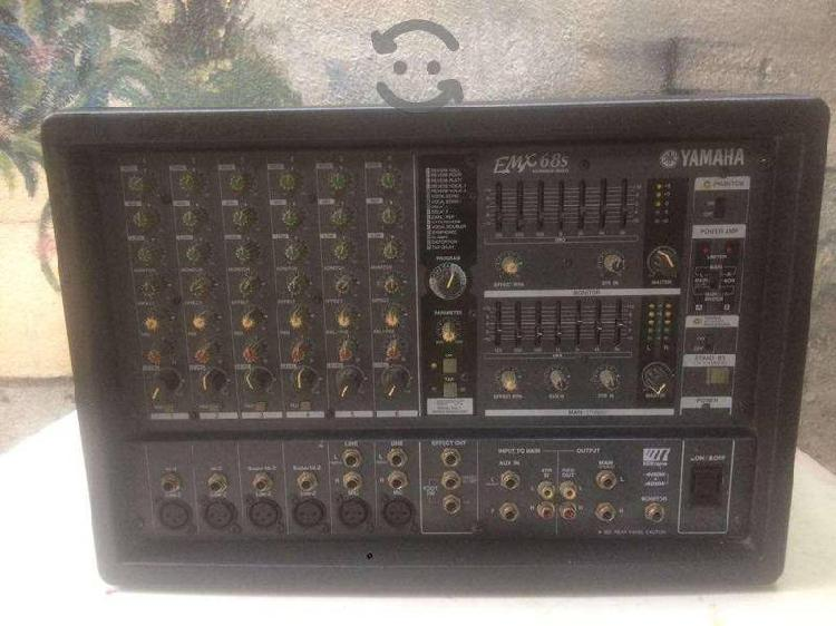 Consola amplificada yamaha emx68s