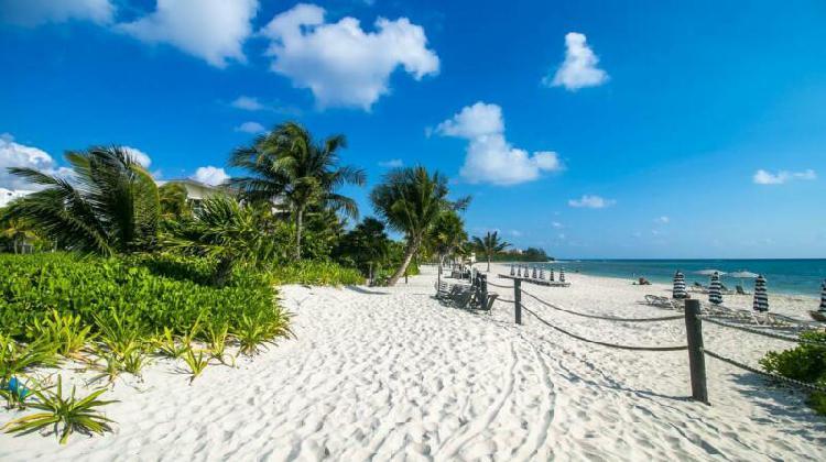 En venta nuevo financiado con frente de playa y golf en