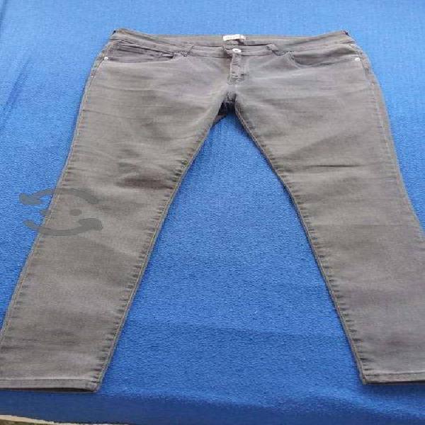 Pantalón gris de mezclilla