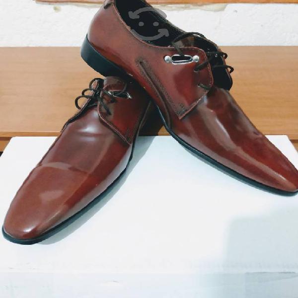 Zapatos formales num 8