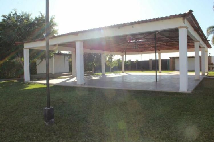 Jardín de eventos en venta con hermosa casa aclientado y