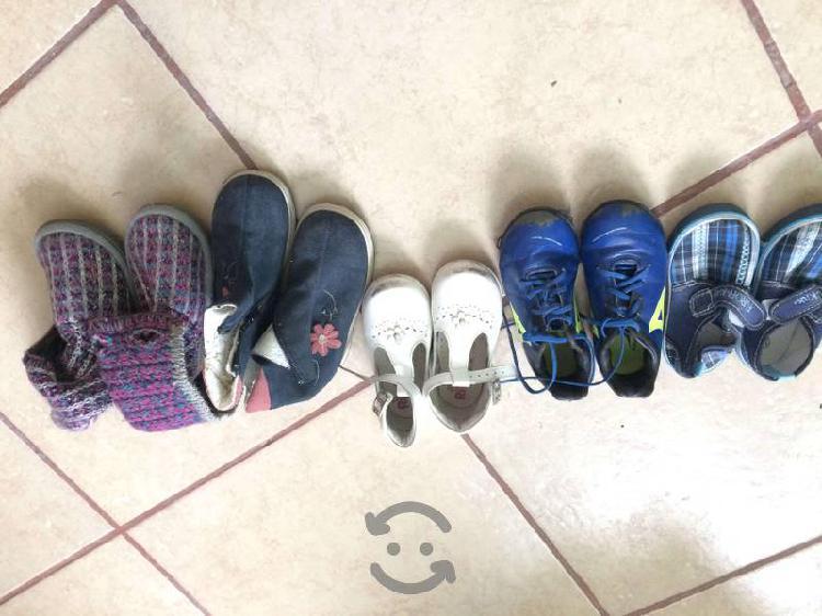 Lote de zapatos de niña