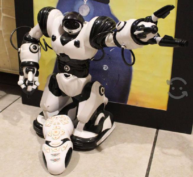 Roboactor robot interactivo a control remoto