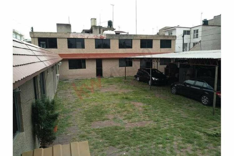 Terreno con oficinas y uso de suelo comercial en iztapalapa.