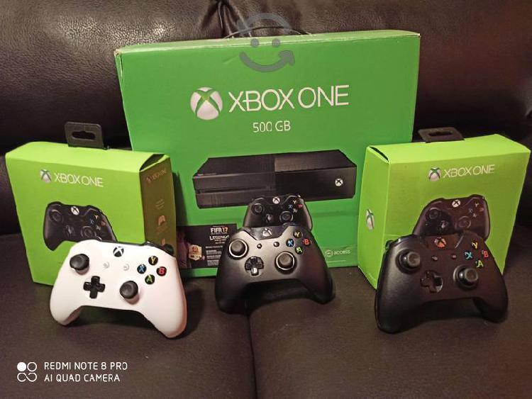 Xbox one 500gb con 3 controles poco uso