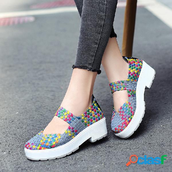 Colorful resbalón de punto en los zapatos de plataforma informal de tacón grueso
