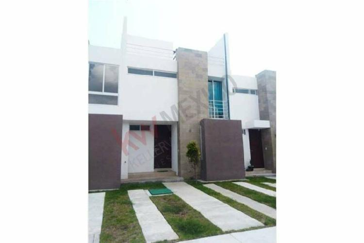 Casa en renta en zakia, altaira fraccionamiento corvus